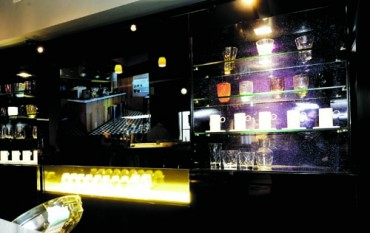 Lit back bar with high gloss sparkle display panels and glass shelving