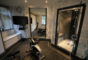 Double seated steamroom in grey granite with black accents.