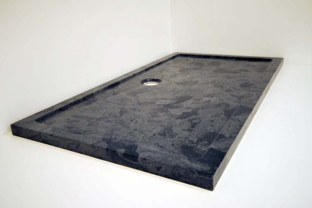 Gloucester rectangle tray for a marble bathroom